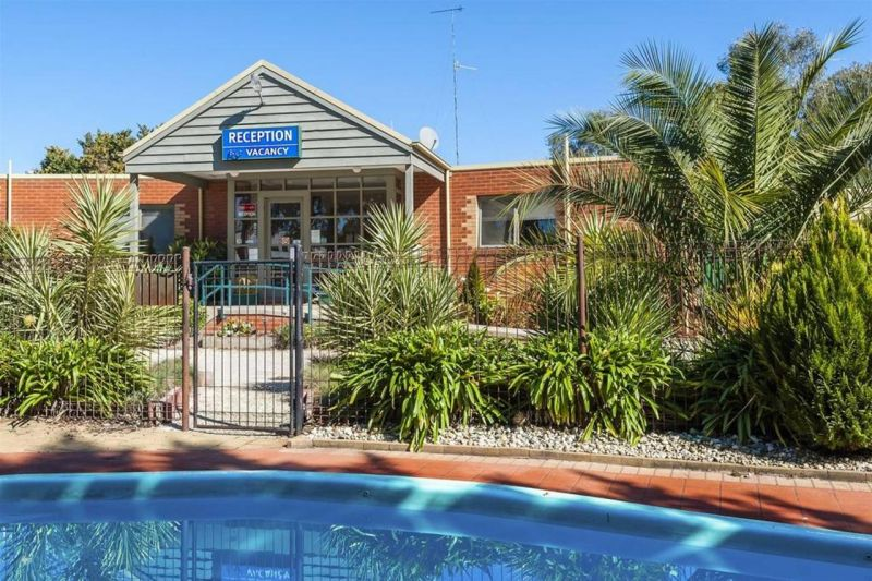 COMFORT INN COACH AND BUSHMANS - Accommodation Find