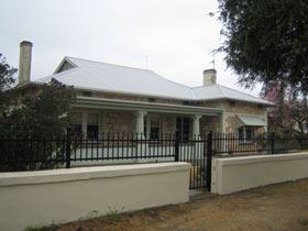 Naracoorte Cottages - MacDonnell House - Accommodation Find