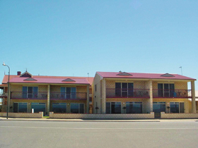 Tumby Bay Hotel Seafront Apartments - Accommodation Find