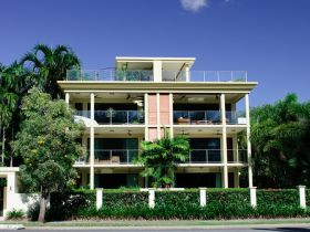 Cairns Beachfront Apartment - Accommodation Find