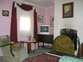 Hollyhock Cottage - Accommodation Find