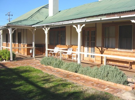 Gundagai Historic Cottages Bed and Breakfast - Accommodation Find