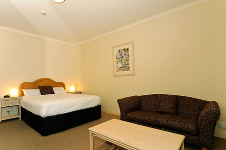 Quality Hotel Tiffins on the Park - Accommodation Find