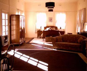 Old Parkes Convent - Accommodation Find