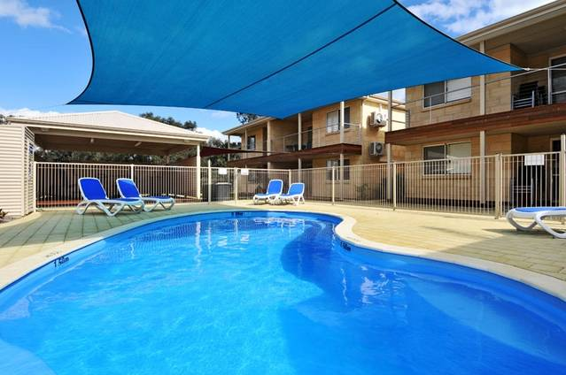 Lakeside Holiday Apartments - Accommodation Find