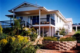 Lovering's Beach Houses - The Whitehouse Emu Bay - Accommodation Find
