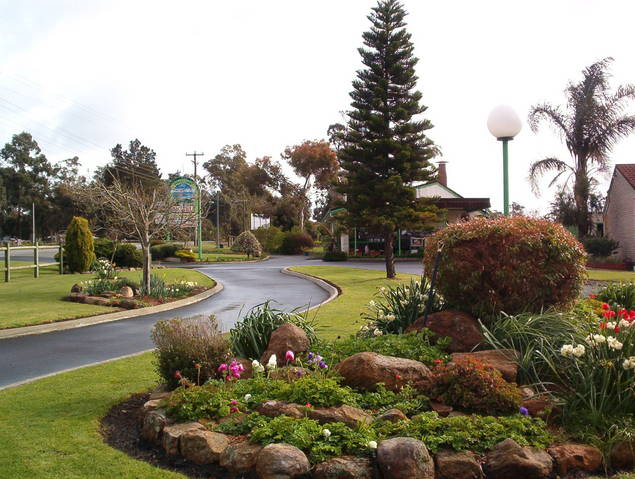 Mount Barker Valley Views Motel and Chalets