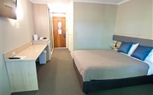 Lakeview Hotel Motel - Oak Flats - Accommodation Find