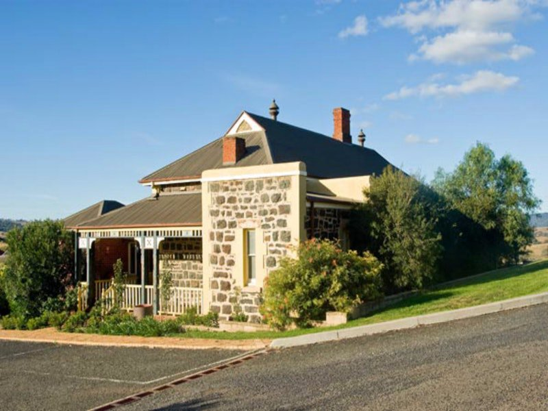 Hermitage Hill Resort - Accommodation Find