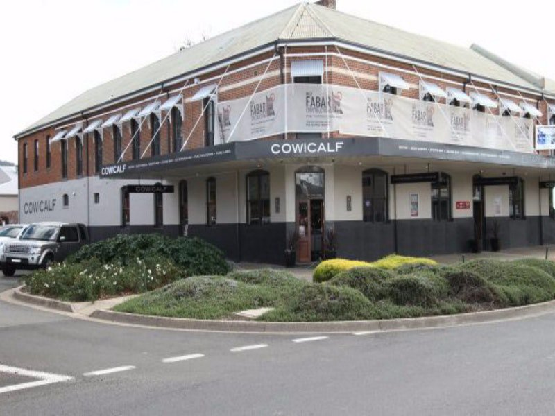 Cow and Calf Hotel - Accommodation Find