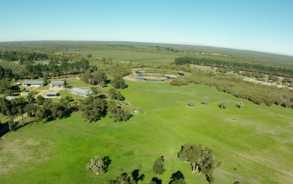 Sandy Lake Farm Stay Accommodation Gingin WA - Accommodation Find
