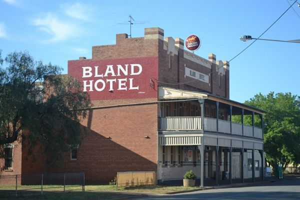 Bland Hotel - Accommodation Find
