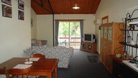 The Old Oak Bed And Breakfast - The Shearing Shed - Accommodation Find