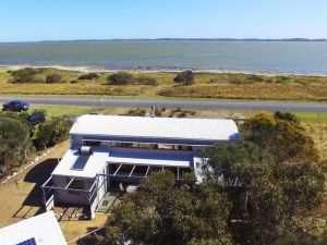 Coorong Aurora - Breathtaking Waterfront Escape - Accommodation Find