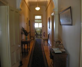 Hoover House Bed  Breakfast - Accommodation Find
