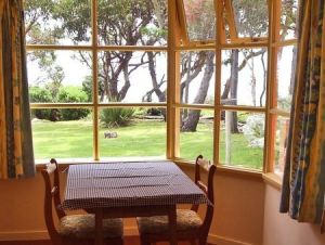 Anchlia Waterfront Cottage - Accommodation Find