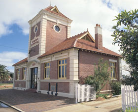 Merredin Town Hall - Accommodation Find