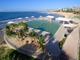 Kings Beach - Beachfront Salt Water Pool - Accommodation Find