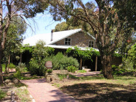 St Anne's Vineyard - Myrniong - Accommodation Find