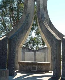 Inverell and District Bicentennial Memorial - Accommodation Find