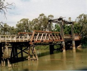 Swan Hill - Murray River Road Bridge - Accommodation Find