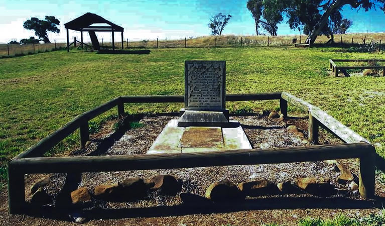 Yuranighs Aboriginal Grave Historic Site - Accommodation Find
