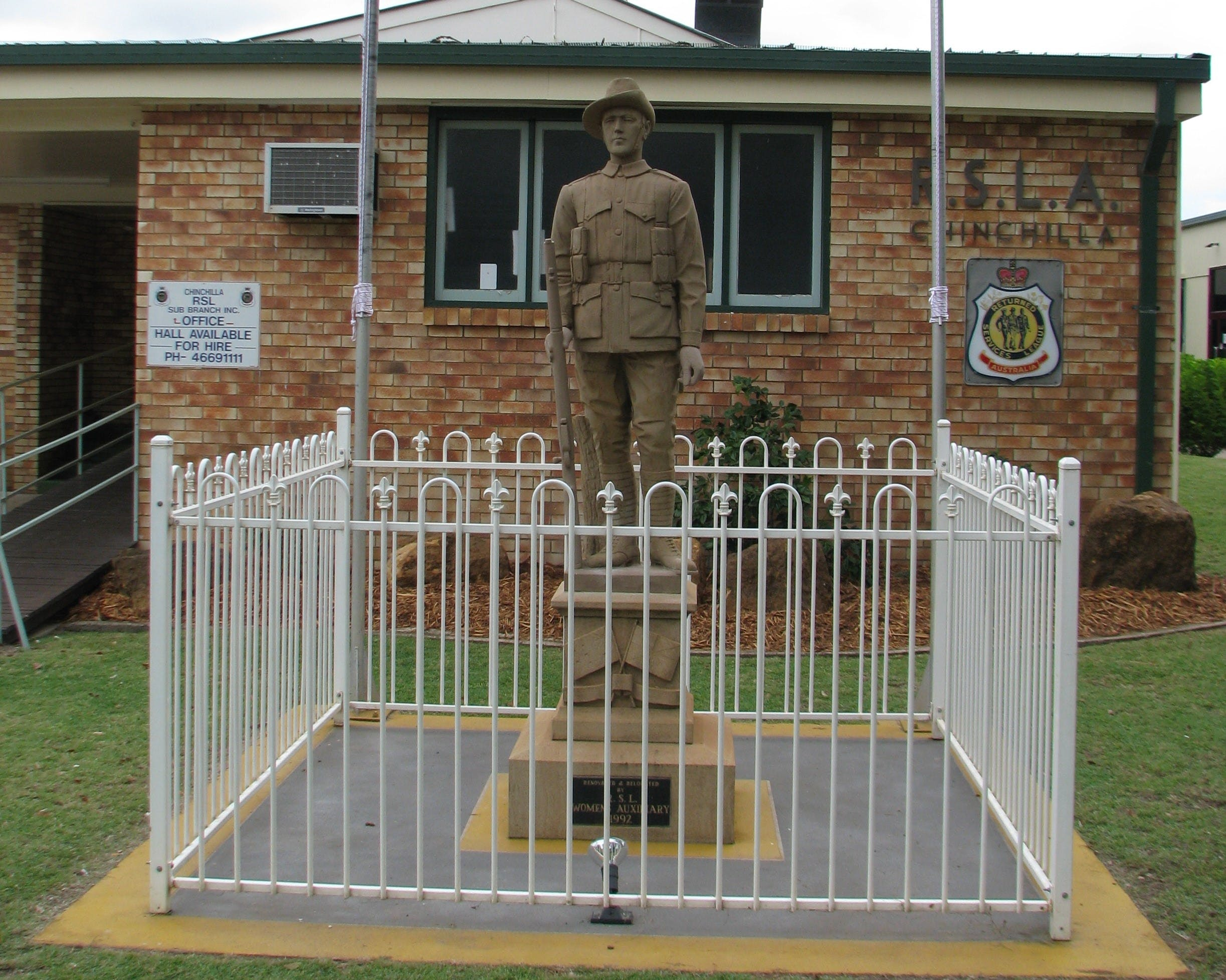 Soldier Statue Memorial Chinchilla - Accommodation Find