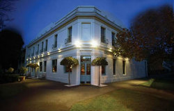 O'Connells Centenary Hotel - Accommodation Find