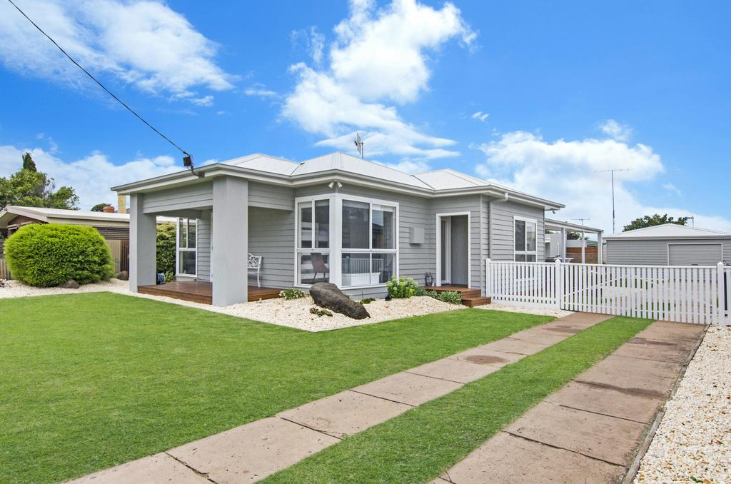 Fielding's Lair - the ultimate family retreat - House  Bungalow Port Fairy