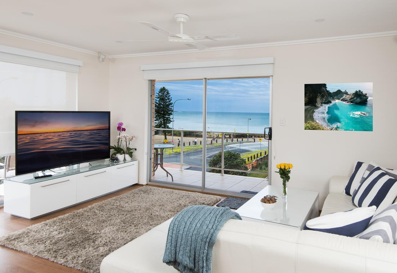 Stylish 3 Bedroom Beachview Apartment - Accommodation Find