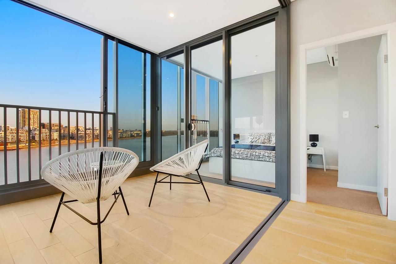 Brand New 3 Bedrooms Apt with Waterfront View - Accommodation Find
