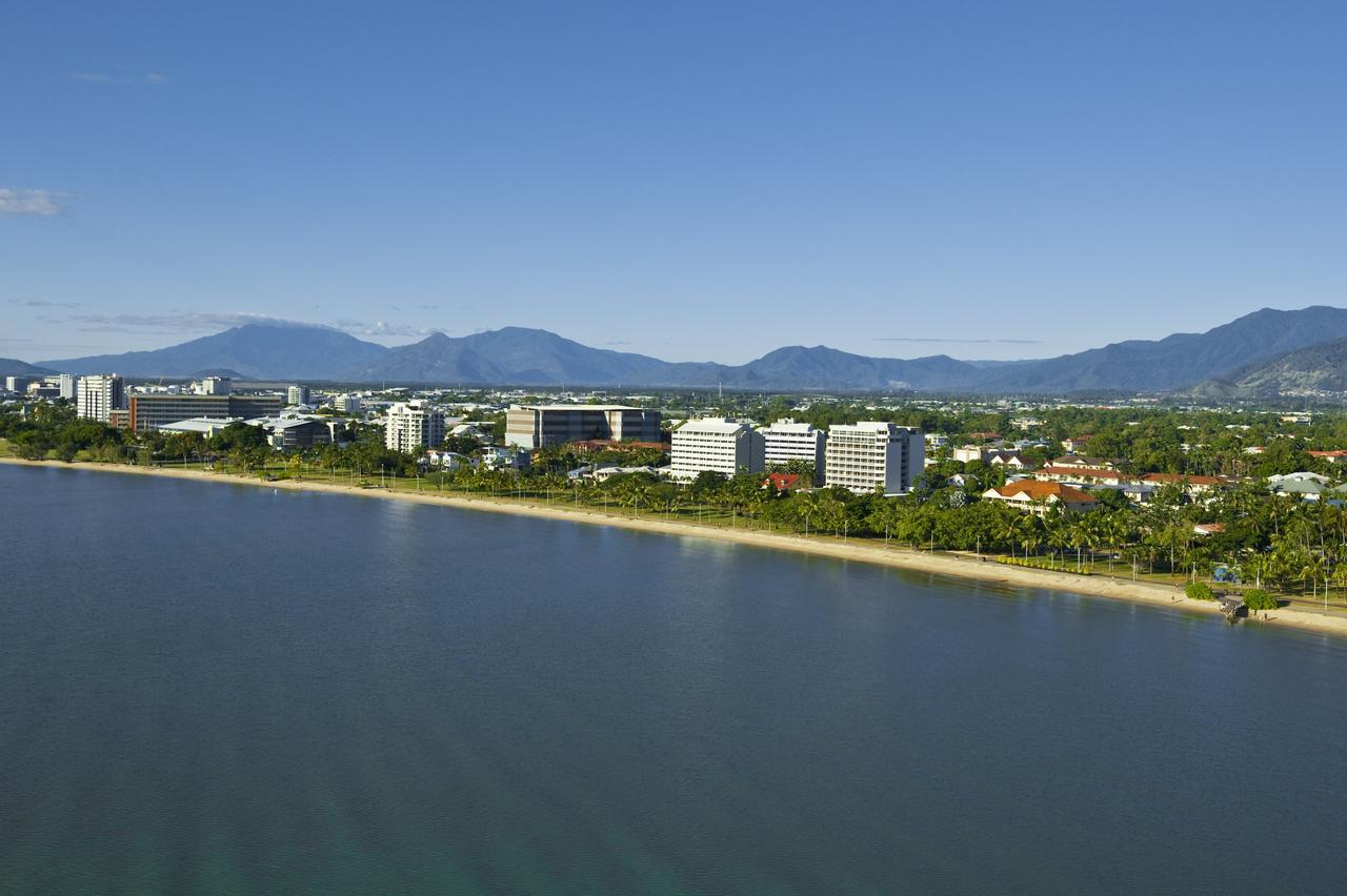 Holiday Inn Cairns Harbourside - Accommodation Find